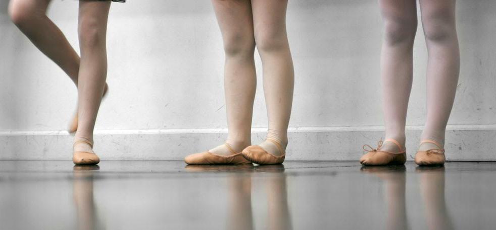 http://www.pernaeladanza.it/wordpress/wp-content/uploads/2016/11/Arabesque-perna-e-la-danza-gela-viviana-e-annalisa-perna.jpg