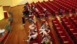 img-prove-generali-arabesque-scuola-di-danza-perna-sedute-bambine